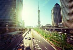 路在上海lujiazui金融中心 免版税库存照片