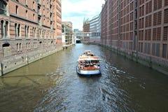 水路在城市 库存照片