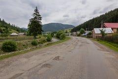 路在山村 库存照片