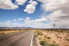 路在沙漠 库存图片