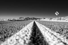 路在沙漠 免版税库存照片