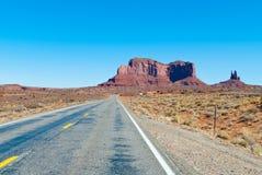 路在沙漠 免版税库存图片