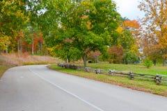 路在秋天公园 免版税图库摄影