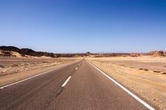 路在西奈沙漠 免版税库存照片