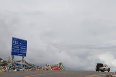 路在西藏 免版税图库摄影