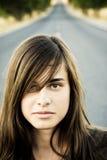 路妇女年轻人 免版税库存图片