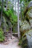 路径岩石 免版税库存照片