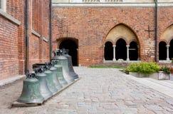 路德教会的大教堂的庭院的看法在里加 免版税图库摄影