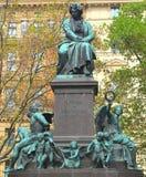 路德维格・范・贝多芬雕象在维也纳 免版税库存图片