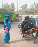 路情况在德里某一恶劣的区  库存图片