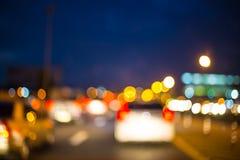 路抽象bokeh在汽车的背景的 免版税库存照片