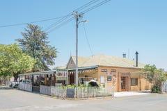 路摊位和一个酒吧在Fauresmith 免版税库存照片