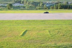 路旁和草坪 免版税库存照片