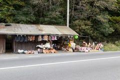 路旁纪念品市场离市布拉索夫不远位于罗马尼亚 免版税库存图片