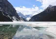 路易丝湖在春天,阿尔伯塔,加拿大 图库摄影