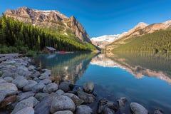 路易丝湖在班夫国家公园,亚伯大,加拿大 免版税库存图片
