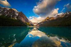 路易丝湖在班夫,亚伯大,加拿大 免版税库存图片