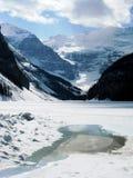 冻结路易丝湖熔化 库存图片