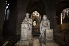 路易斯XVI国王广告玛丽・安托瓦内特雕象在圣但尼大教堂的  库存照片