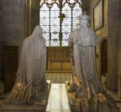 路易斯XVI国王广告玛丽・安托瓦内特雕象在圣但尼大教堂的  库存图片