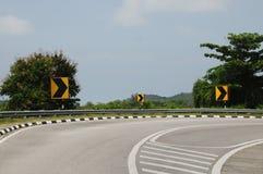路标向右转的一个方式 免版税库存图片