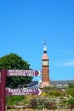 路标和钟楼,西顿 免版税图库摄影