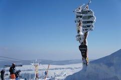 路标在冬天 免版税库存照片