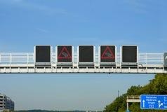 路标在高速公路的交通堵塞 库存照片
