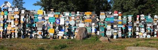 路标森林, Watson湖,育空,加拿大 免版税图库摄影