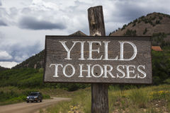 路标说出产量对马,科罗拉多,美国 库存照片