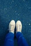 黑路沥青纹理样式背景 鞋子 免版税库存图片
