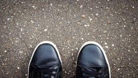 黑路沥青纹理样式背景 鞋子 库存照片