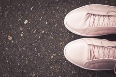 黑路沥青纹理样式背景 鞋子 免版税库存照片