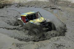 路泥流水坑在夏天竞争中 图库摄影