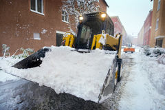 路清洁的雪犁 免版税库存照片