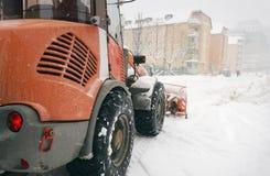 路清洁的雪犁 免版税库存图片
