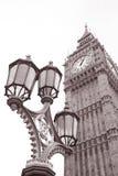 路灯柱和大笨钟在威斯敏斯特,伦敦 库存图片