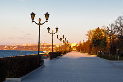 路灯柱行在伏尔加河的翼果的,俄国 免版税库存图片