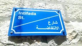 路牌暴乱街道在巴勒斯坦 免版税库存照片