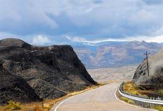 路的犹他美好的全景向巨石城 免版税图库摄影