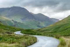路的看法通过Honister通行证,湖区英国 免版税库存照片