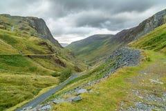 路的看法通过Honister通行证,湖区英国 库存图片