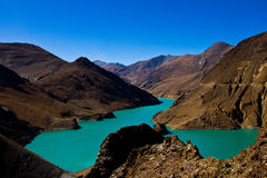 路的羊卓雍错向拉萨,西藏 库存照片
