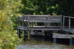 水路的老被风化的船坞 库存图片