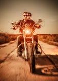 路的骑自行车的人 图库摄影