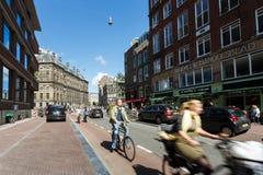 路的,阿姆斯特丹骑自行车者 库存照片