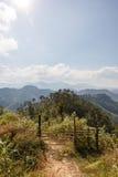 路的Sideway风景向Umphang的 湄宏顺府,泰国 免版税库存图片