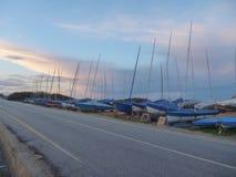 从路看见的小帆船 免版税库存图片