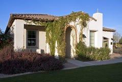 路线沙漠入口前面新高尔夫球的家 免版税库存图片
