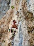 路线的攀岩运动员 库存图片
